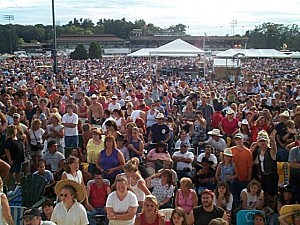 countryfest crowd