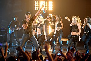 2011 CMT Music Awards -Luke Bryan