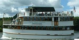 WGNA Parties on The Dutch Apple Cruises