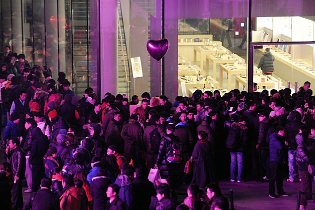Apple's iPhone 4s Begins To Sell In Mainland China