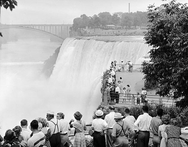 Falls Tourists Niagra Falls