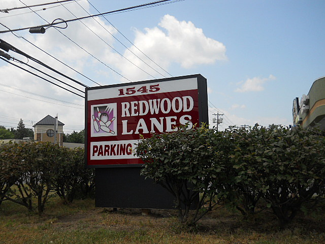 Redwood Lanes Sign On Central Avenue - Colonie