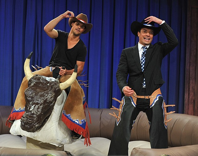 """Taylor Lautner Visits """"Late Night With Jimmy Fallon"""""""