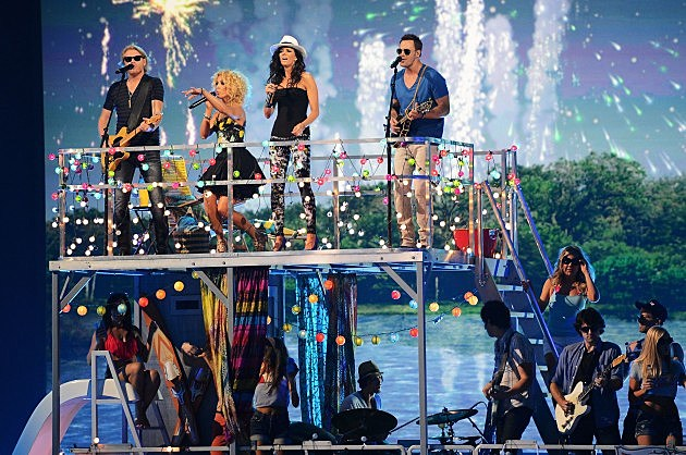 Little Big Town Sing On the Pontoon