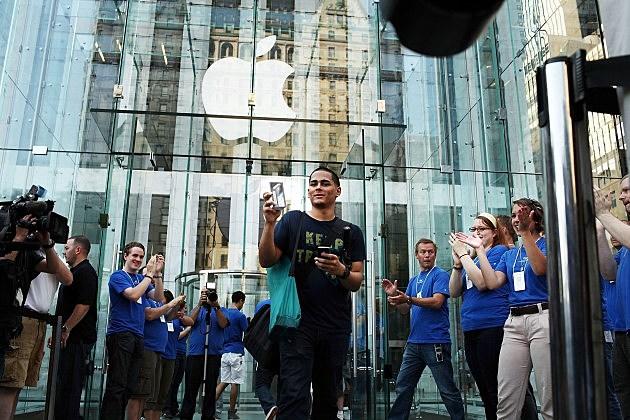 Apple iPhone 4 Goes On Sale