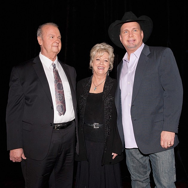 Hargus 'Pig' Robbins, Connie Smith, Garth Brooks