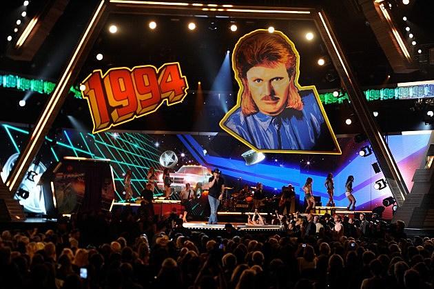 Jason Aldean sings '1994'