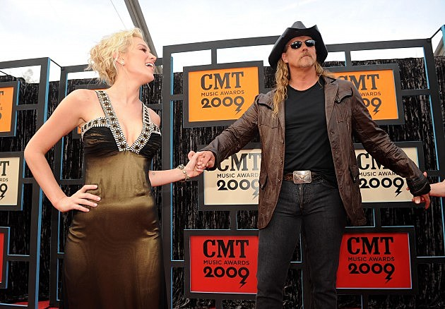 Trace Adkins and Kellie Pickler at the 2009 CMT Music Awards