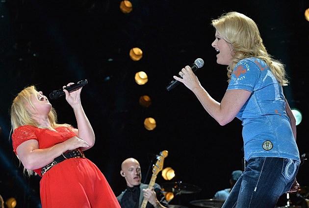 Kelly Clarkson and Trisha Yearwood