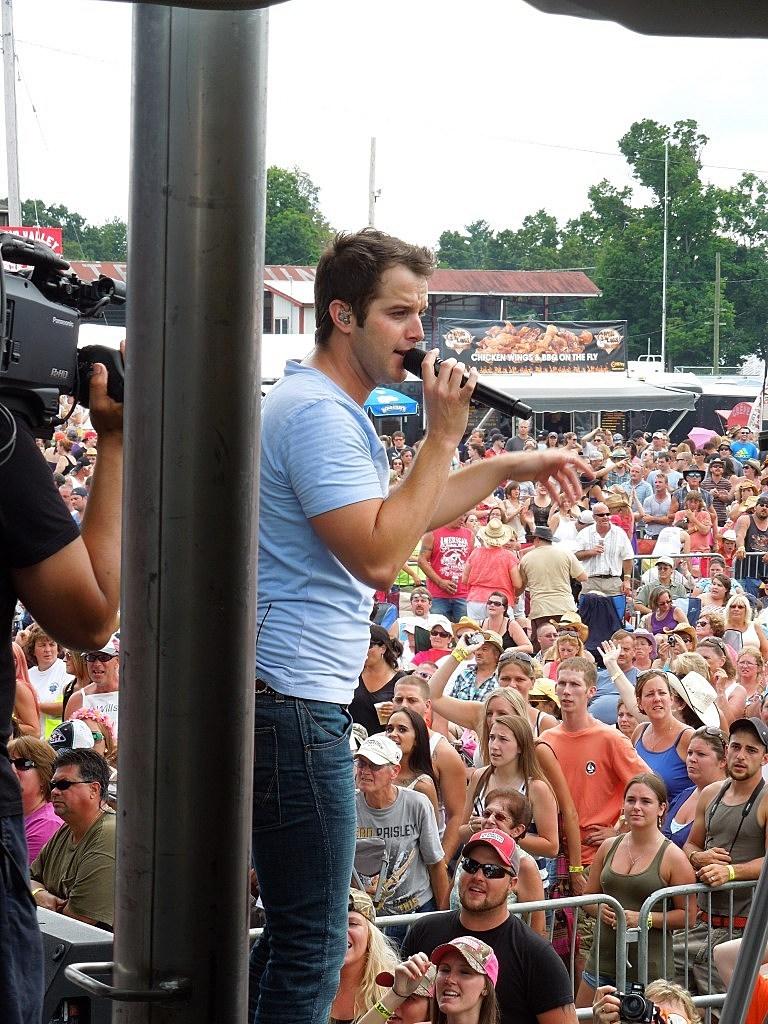 Easton Corbin WGNA Countryfest 2013