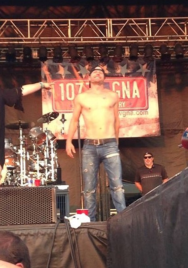 Dierks Bentley Is Too Sexy For His Shirt At Countryfest 2015