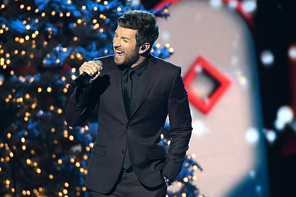 Brett Eldredge's Christmas Album 'Glow' Will Be A Must-Have This ...